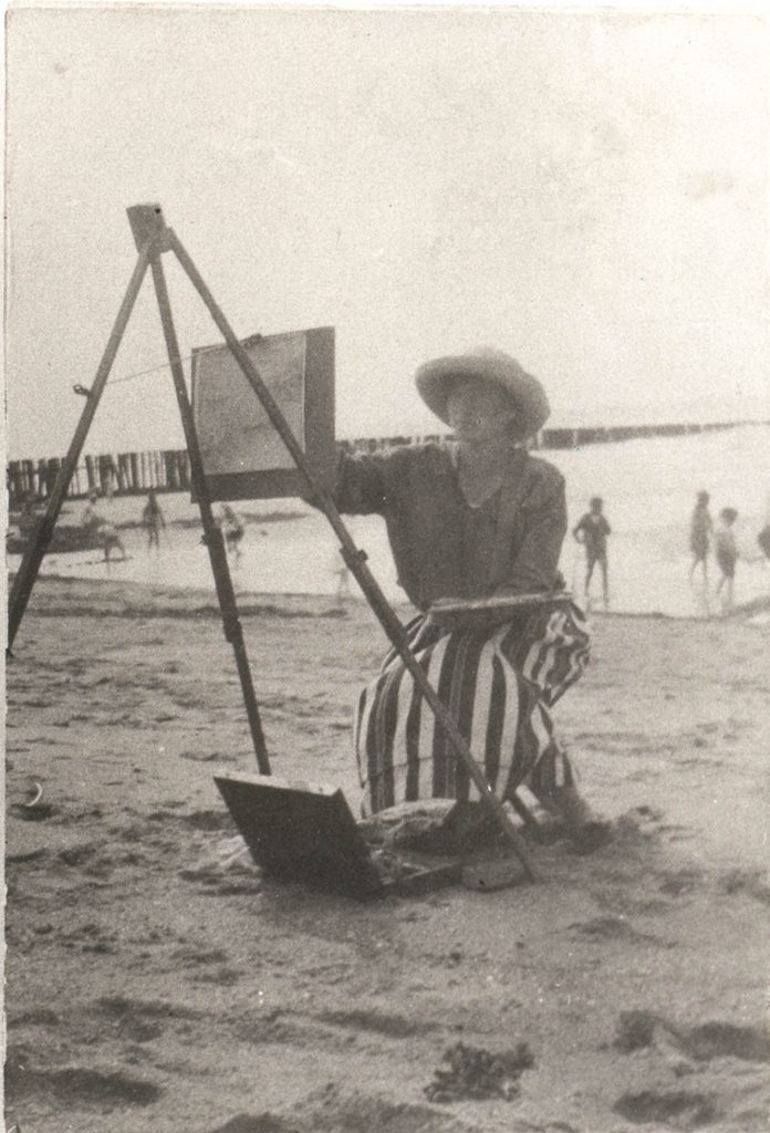 Maurice Góth's daughter Sárika Góth, also an artist, working on the Domburg Beach, ca. 1920.